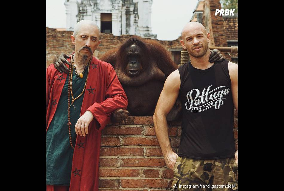 Gad Elmaleh chauve et moustachu en Thaïlande sur le tournage de Pattaya, avec Franck Gastambide
