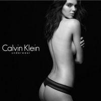 Kendall Jenner en string et topless : sa pub très sexy pour Calvin Klein