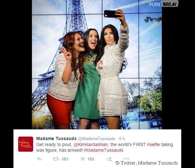 Kim Kardashian : une statue de cire à son effigie, qui prend un selfie, au musée Madame Tussauds de londres