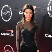 Kendall Jenner : un nouveau piercing au téton ? La preuve en photo
