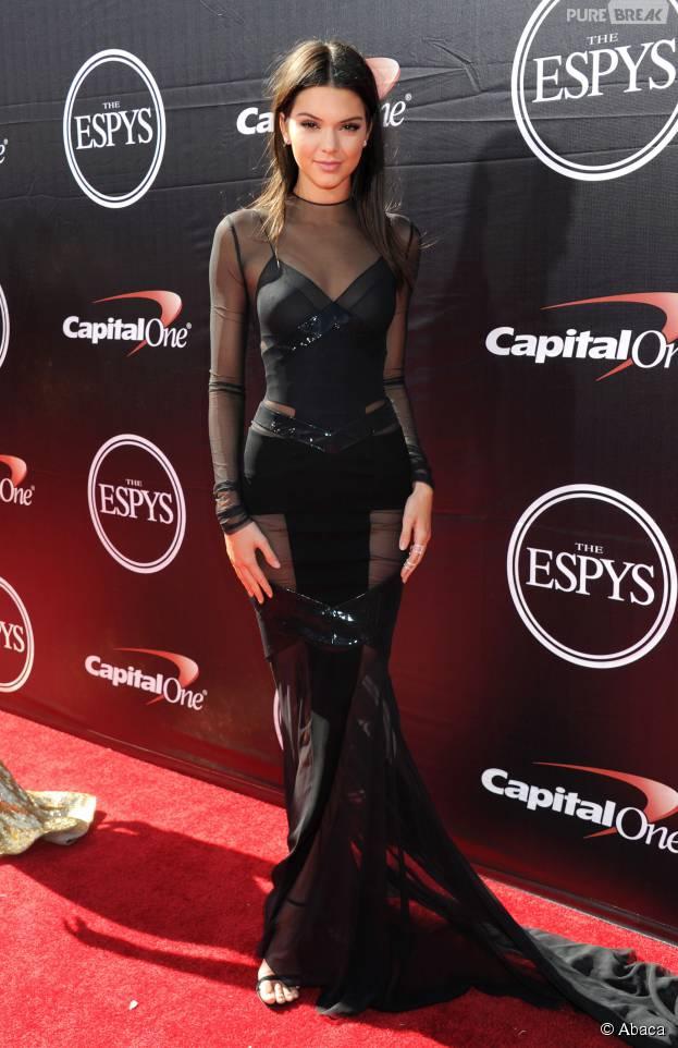 Kendall Jenner : un nouveau piercing... au téton ?