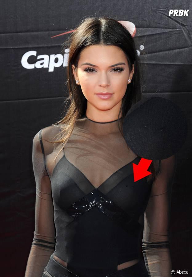 en gros joli design bonne réputation Kendall Jenner : un nouveau piercing au téton ? La preuve en ...