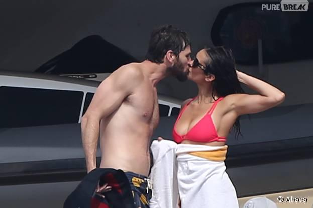 Nina Dobrev et Austin Stowell pris en flagrant délit de bisou, à Saint-Tropez, le 24 juillet 2015