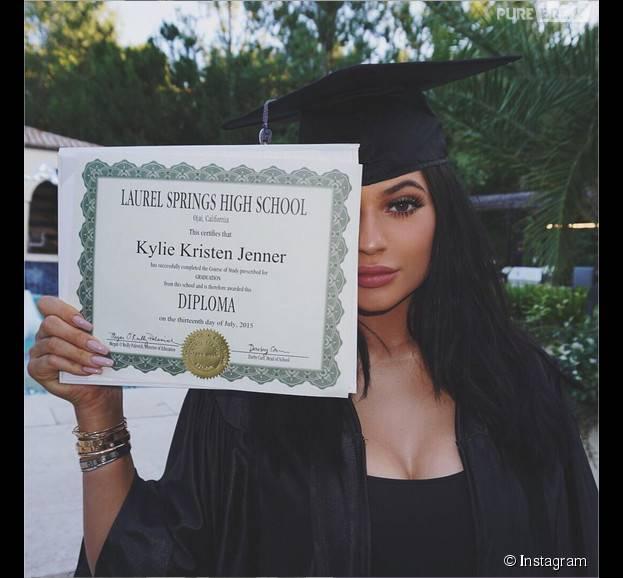 Kylie Jenner diplômée : de la drogue à sa soirée de fin de ses études, le 23 juillet 2015 ? Khloe Kardashian répond