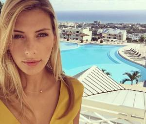 Camille Cerf sexy pendant ses vacances à la Réunion