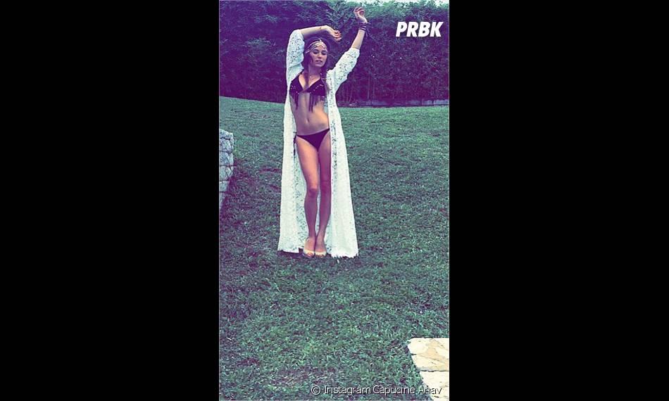 Capucine Anav : sexy en bikini sur Instagram
