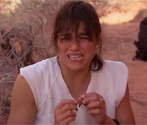 Michelle Rodriguez mange une souris bouillie dans son urine avec Bear Grylls pour l'émission Running Wild