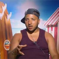 """Kamel (Les vacances des Anges) tente de parler espagnol et anglais : """"Can you have drapos ?"""""""