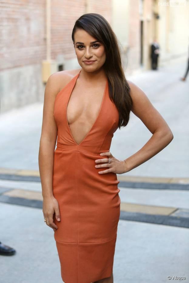Lea Michele : décolleté plongeant et robe moulante, l'actrice ultra sexy sur le plateau de Jimmy Kimmel ce mardi 22 septembre
