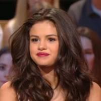 Selena Gomez énervée après son arrivée mouvementée à Paris ? Elle réagit dans Le Grand Journal