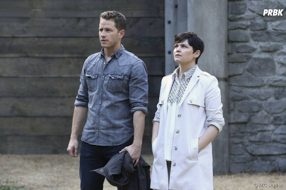 Once Upon a Time saison 5, épisode 2 : Ginnifer Goodwin (Mary-Margareth) et Josh Dallas (David) sur une photo