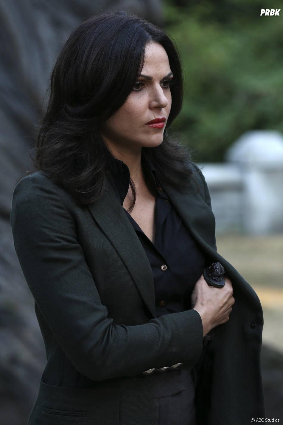 Once Upon a Time saison 5, épisode 2 : Regina (Lana Parrilla) sur une photo