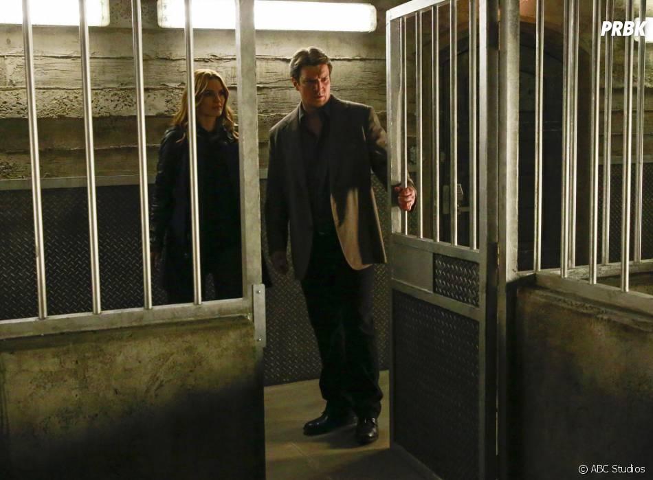 Castle saison 8, épisode 3 : Kate (Stana Katic) et Rick (Nathan Fillion) sur une photo