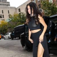 Selena Gomez exhibe ses tétons : petit oops à cause d'un haut trop transparent