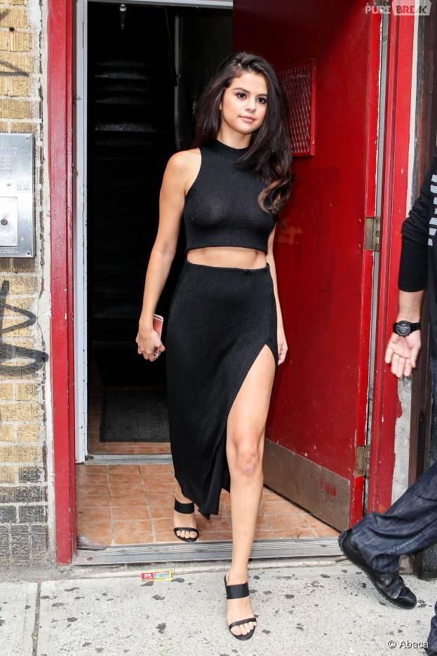 Selena Gomez exhibe (sans le vouloir) ses tétons à New York, le 13 octobre 2015
