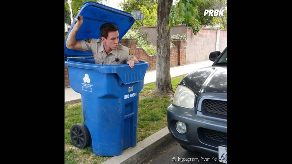 Teen Wolf saison 5 : Ryan Kelley (Parrish) caché dans une poubelle sur Instagram
