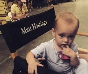 L'une des jumelles qui joue Hope sur le tournage de The Originals