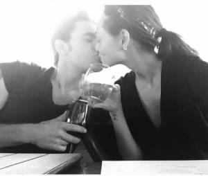 Phoebe Tonkin et Paul Wesley amoureux sur une photo Instagram