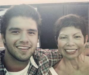 Tyler Posey (Teen Wolf) : son frère Jesse pose avec leur maman, décédée depuis