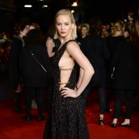 Jennifer Lawrence sexy : side-boob à l'avant-première londonienne d'Hunger Games 4