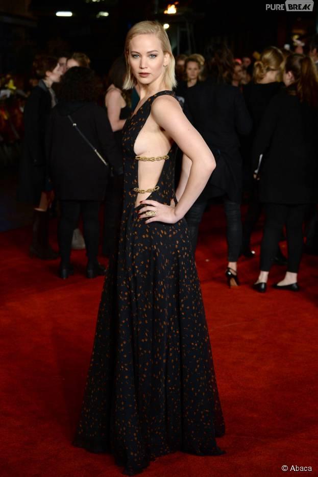 Jennifer Lawrence : side-boob sexy ors de l'avant-première d'Hunger Games : la révolte, partie 2, à Londres, le 5 novembre 2015