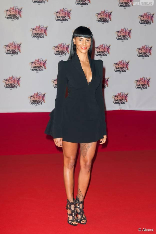 Shy'm sexy et décolletée sur le tapis rouge des NRJ Music Awards 2015, le 7 novembre 2015, à Cannes