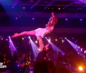 Priscilla Betti et Christophe Licata (Danse avec les stars 6) refont le porté de Dirty Dancing, le samedi 21 novembre 2015 sur TF1