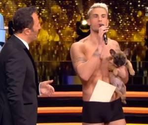 Baptiste Giabiconi presque nu sur le plateau des Z'Awards sur TF1 le 10 décembre 2015