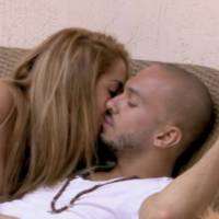 Nicolas et Emilie (Friends Trip 2) en couple, Julia mange une testicule... et prend cher !
