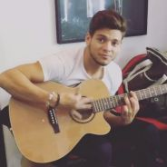 Rayane Bensetti musicien : petit air de guitare dans les coulisses de la tournée DALS