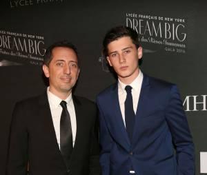 Gad Elmaleh et son fils Noé Elmaleh au 17e gala du lycée français de New-York, le 6 février 2016