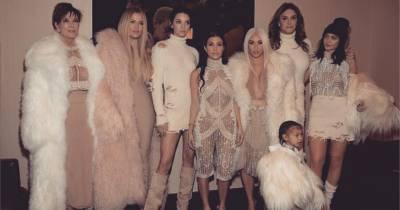 Kim Kardashian blonde, Kylie Jenner sexy, Lamar Odom... le clan au défilé Yeezy de Kanye West