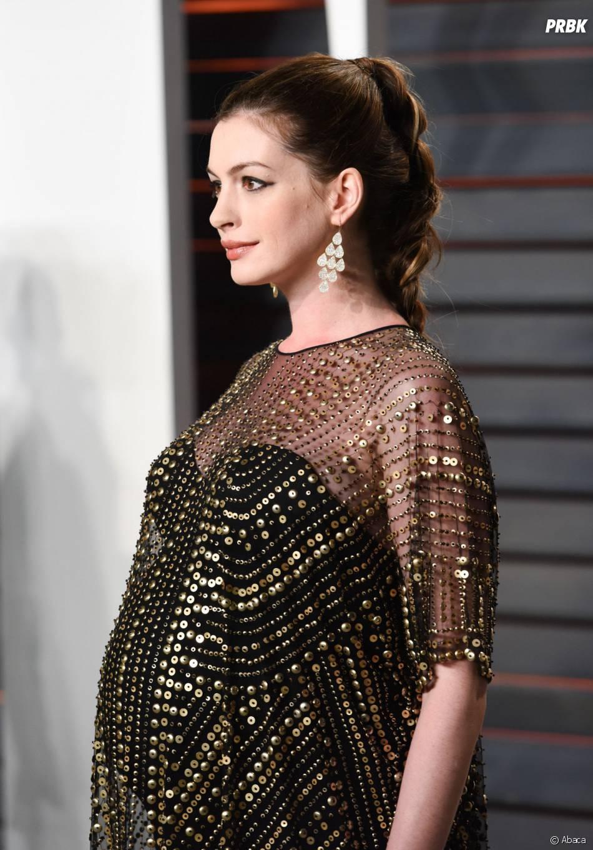 Anne Hathaway enceinte à la soirée organisée par Vanity Fair après les Oscars le 28 février 2016