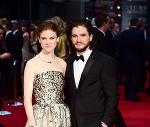 Kit Harington et Rose Leslie confirment leur couple aux Olivier Awards 2016 le 3 avril à Londres