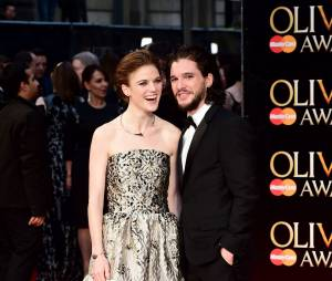 Kit Harington et Rose Leslie en amoureux aux Olivier Awards 2016 le 3 avril à Londres