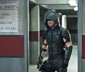 Arrow saison 4, épisode 18 : Oliver (Stephen Amell) sur une photo
