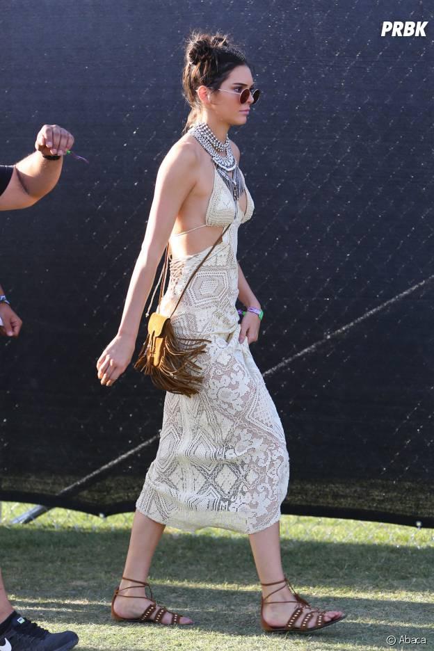 Kendall Jenner ose le look en dentelle