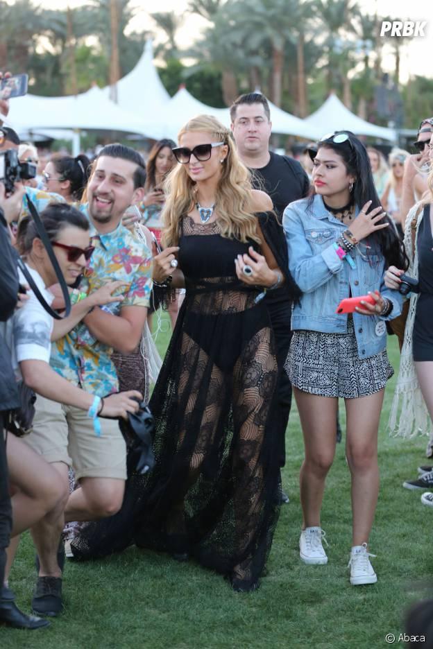 Paris Hilton se lâche avec sa robe transparente