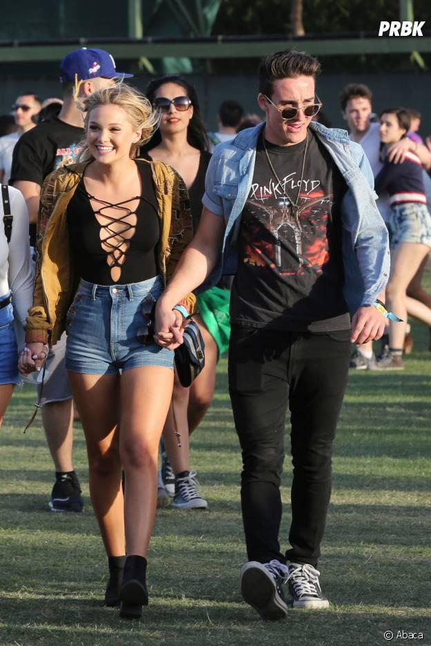 Olivia Holt est hyper sexy à Coachella
