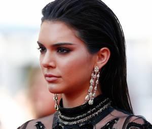 Kendall Jenner, sexy et superbe lors de sa montée des marches au Festival de Cannes 2016.