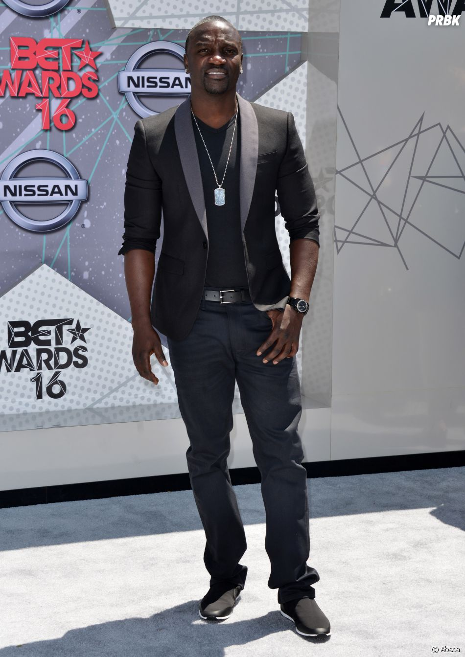 Akon sur le tapis rouge des BET Awards le 26 juin 2016 à Los Angeles