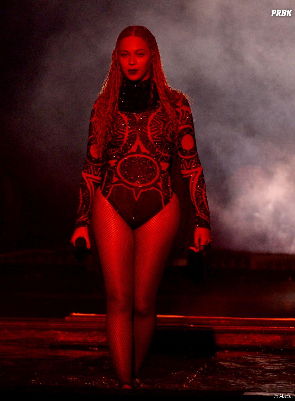 Beyoncé sur la scène des BET Awards le 26 juin 2016 à Los Angeles