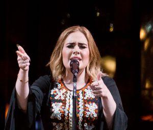 """Adele : SOn titre """"Hello"""" utilisé par un internaute pour répondre à une arnaque sur Facebook"""