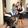 Kim Kardashian est arrivée avec Saint West dans sa poussette.