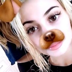 Kylie Jenner se teint les cheveux et devient blonde en direct sur Snapchat
