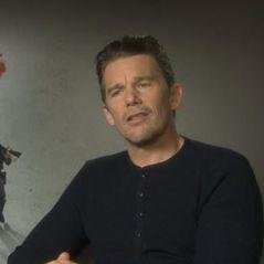 """Ethan Hawke : """"Chris Pratt est le plus drôle des cowboys des 7 Mercenaires"""" interview"""