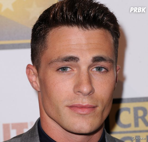 Colton Haynes (Arrow) sur le red carpet des Critic's Choice Television Awards
