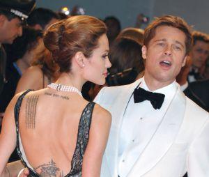 Angelina Jolie avait fait tatouer les coordonnées géographiques du lieu de naissance de Brad Pitt, maintenant elle voudrait le supprimer.