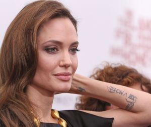 Angelina Jolie aurait décidé d'enlever tout ce qui lui rappelle Brad Pitt, ses tatouages y compris.