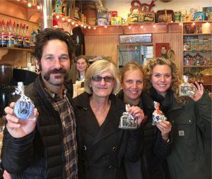 Jeffrey Dean Morgan propriétaire d'un magasin de bonbons avec Paul Rudd